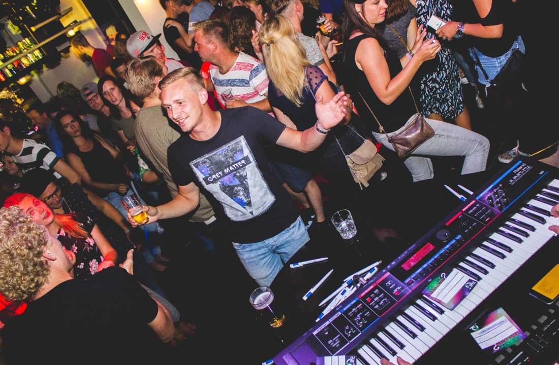The Pianoman & DJ